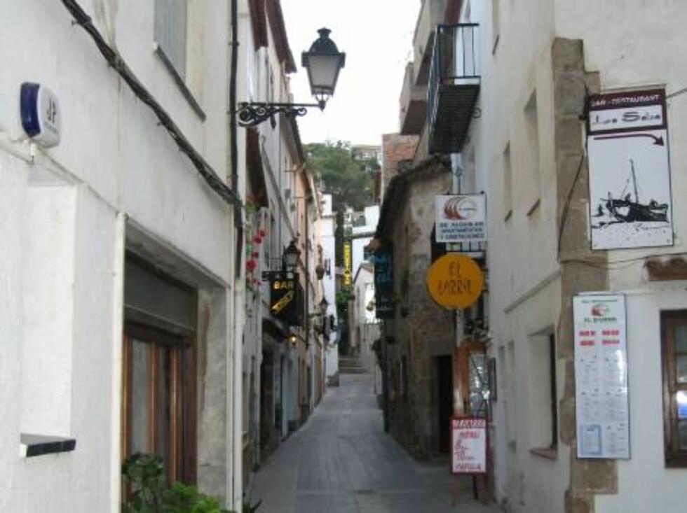 SMUG: Trange gater med små butikker, hotel og barer er det mange av. Foto: Per Tandberg