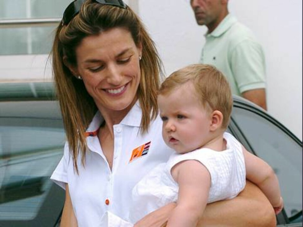 MALLORCA 2006-08-04.  The 25th edition of the Copa del Rey boat race continues today with the presence of the Spanish Royal Family, including Princess Leonor and her mother Crown Princess Letizia, Crown Prince Felipe, Princess Elena with her son Froilan a Foto: Stella Pictures