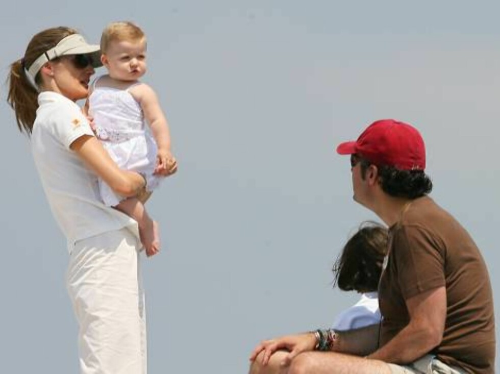 "Mallorca island/Spain.2006-08-06  The 25th edition of the ""Copa del Rey agua brava-camel"" boat race continues this days with the  presence of the Spanish Royal Family, including the little princess Leonor and her mother Letizia Ortiz, wife of prince Felip Foto: Stella Pictures"