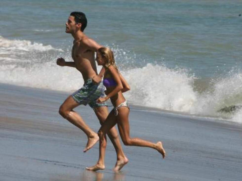 Malibu 2006-08-13  Nicole Richie looks as skinny as ever in these pictures of her fun day in the sun at the beach in Malibu with her new man. It looks like on and off again ex DJ AM has some competition.      Picture:  Nicole Richie   Photo: Fame Pictures Foto: Stella Pictures