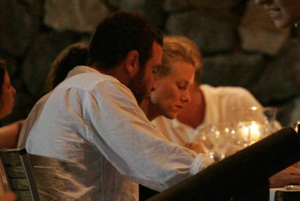Ischia, Italy 2006-07-14  Naomi Watts at the restaurant of the hotel Isabella di Lacco Ameno with Liev Schreiber.  After dinner she goes swimming naked.  The day after she wakes up on her yacht.  Photo: DR  Code: 4009  COPYRIGHT STELLA PICTURES Foto: Stella Pictures