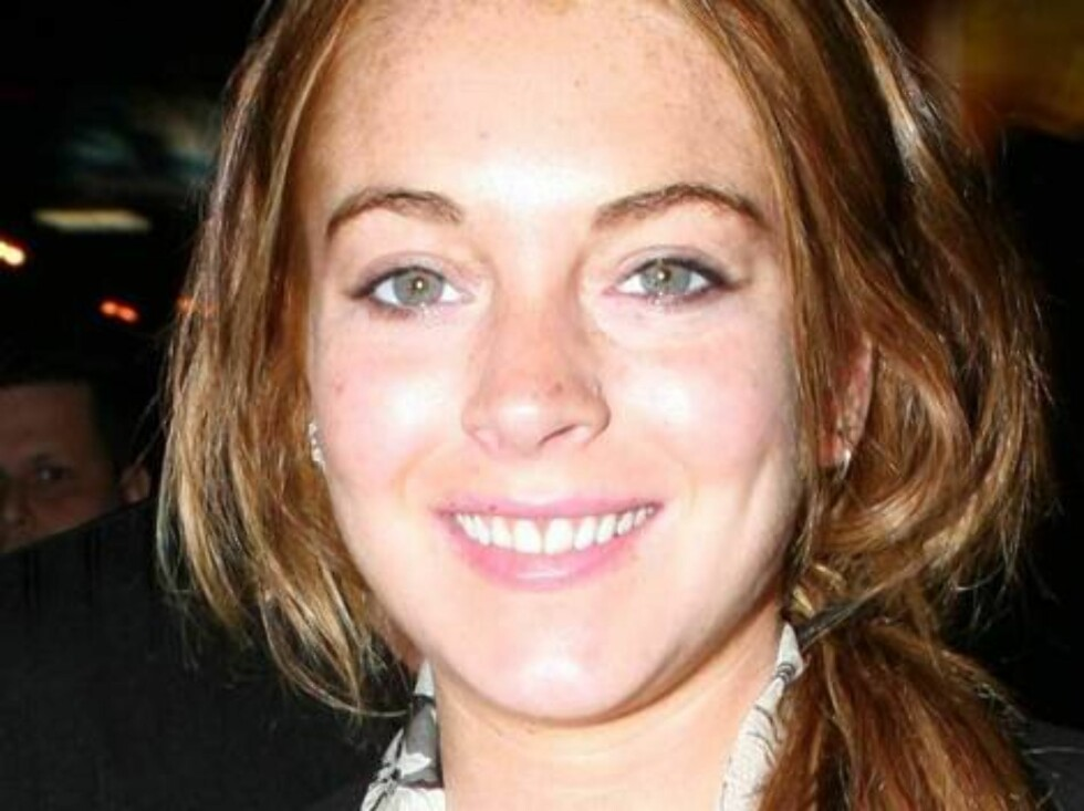 """Lindsay Lohan at Il Sole restaurant a day after collapsing on the movie set of Georgia Rule tells X17 """"I am OK!!!: Video available Foto: All Over Press"""