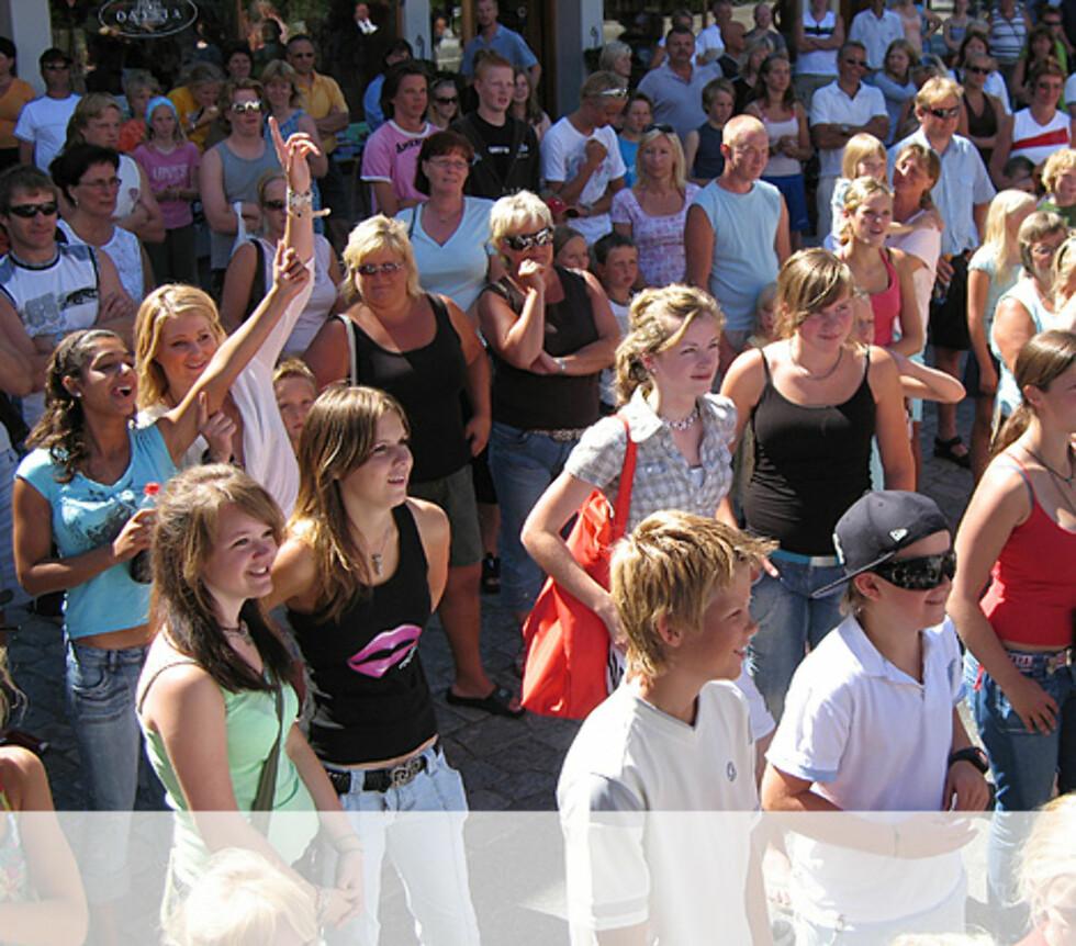 Ivrige tilskuere i Tvedestrand Foto: Unni Eiklid