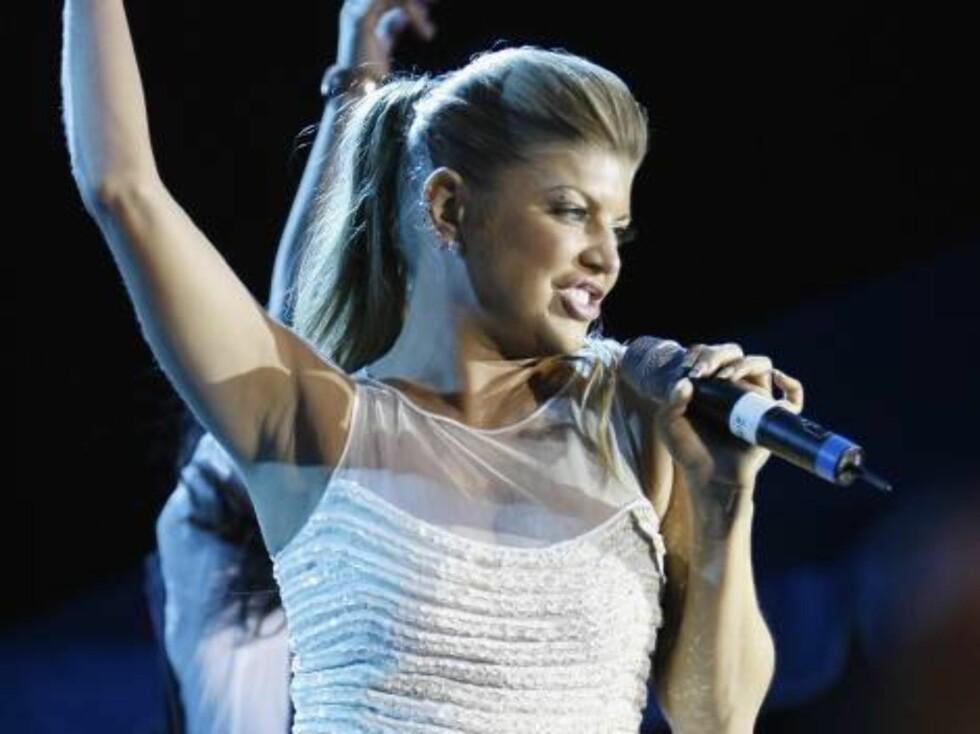 Fergie performs at the Ocean Drive/Market America Super Bowl XLI party Saturday night, Feb. 3, 2007, in the South Beach section of Miami Beach, Fla.  (AP Photo/Chris Polk) Foto: AP