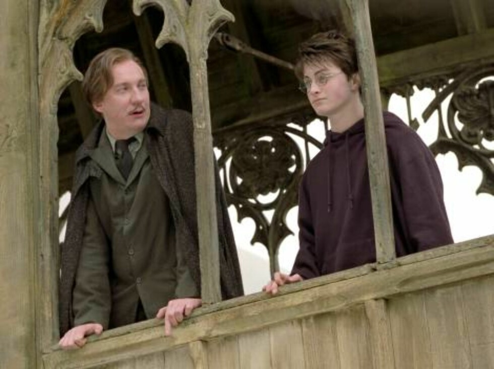 """DAVID THEWLIS as Professor Lupin and DANIEL RADCLIFFE as Harry Potter in Warner Bros. Pictures' """"Harry Potter and the Prisoner of Azkaban."""" PHOTOGRAPHS TO BE USED SOLELY FOR ADVERTISING, PROMOTION, PUBLICITY OR REVIEWS OF THIS SPECIFIC MOTION PICTURE AND Foto: Murray Close"""