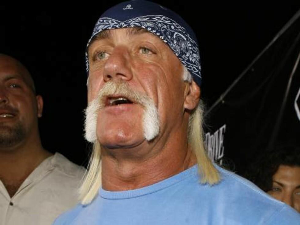Wrestler Hulk Hogan arrives at the Ocean Drive/Market America Super Bowl XLI party Saturday night, Feb. 3, 2007, in the South Beach section of Miami Beach, Fla.  (AP Photo/Chris Polk) Foto: AP