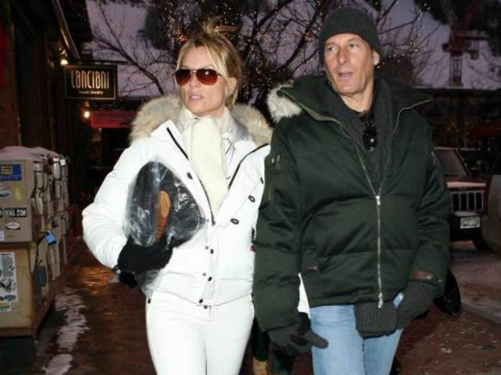 Nicolette Sheridan is shinig in Aspen with fiance Michael Bolton dec 26, 2006 X17agency exclusive Foto: All Over Press