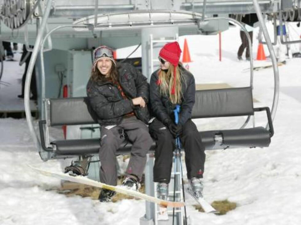 Mischa Barton and Cisco Adler son gondola kiing in Aspen December 27, 2005 X17agency exclusive / ALL OVER PRESS Foto: All Over Press