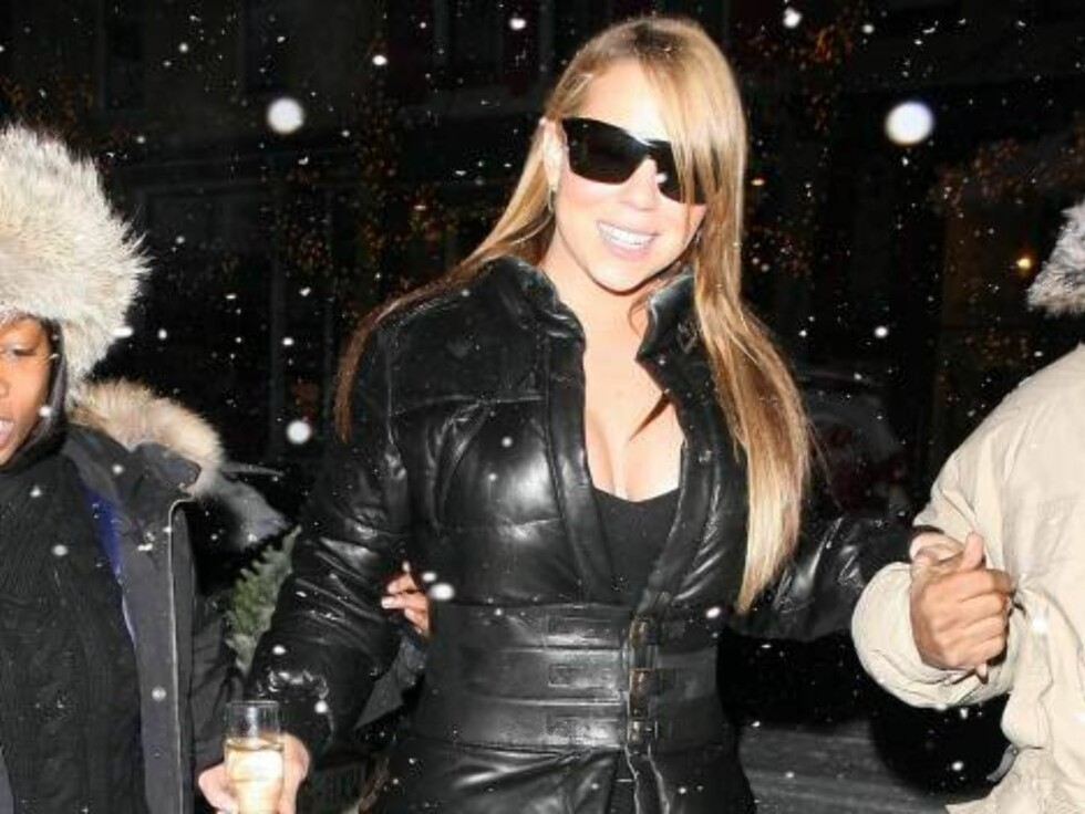 More Mariah Careh pictures in Aspen drinking champagne in the snow Dec 20, 2006 X17agency exclusive Foto: All Over Press