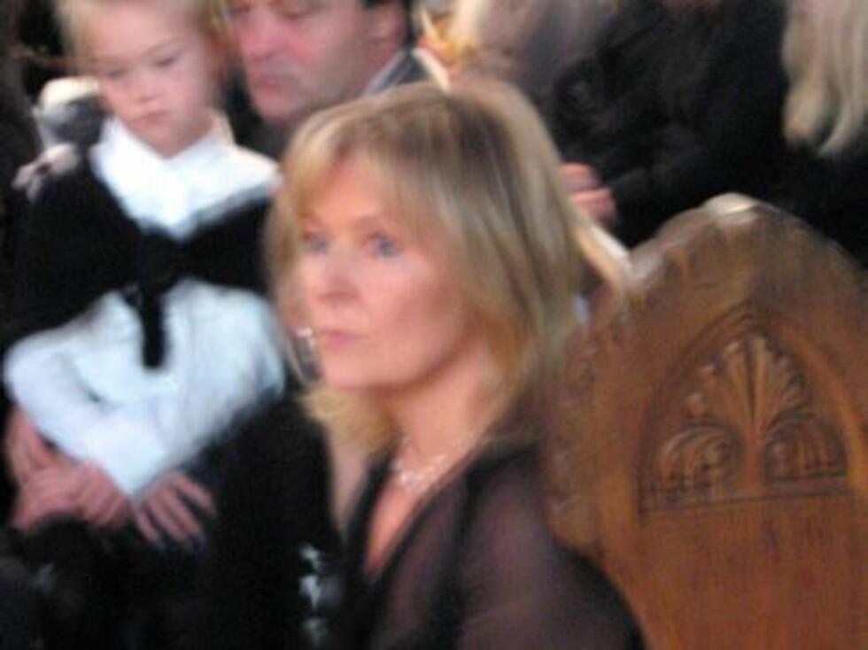 NÆR VENN: Elisabeth Andreassen kjempet mot tårene. Foto: seher.no
