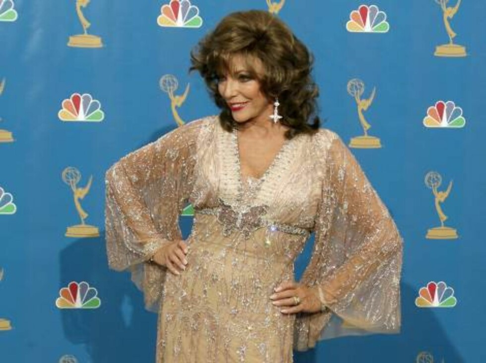 LOS ANGELES - AUGUST 27:  Actress Joan Collins poses in the press room at the 58th Annual Primetime Emmy Awards at the Shrine Auditorium on August 27, 2006 in Los Angeles, California.  (Photo by Kevin Winter/Getty Images) *** Local Caption *** Joan Collin Foto: All Over Press