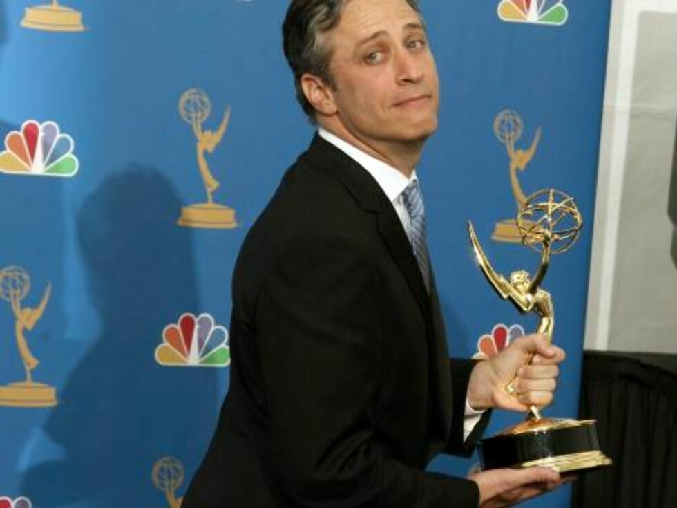 LOS ANGELES - AUGUST 27:  Television host Jon Stewart winner of Outstanding Directing and Writing for a Variety, Music or Comedy Program poses in the press room at the 58th Annual Primetime Emmy Awards at the Shrine Auditorium on August 27, 2006 in Los An Foto: All Over Press