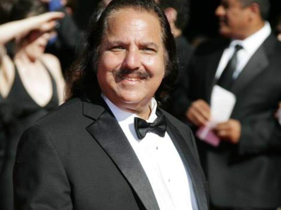SMILER BREDT: Pornoskuespilleren Ron Jeremy pleier vanligvis å henge med helt andre typer filmstjerner... Foto: All Over Press