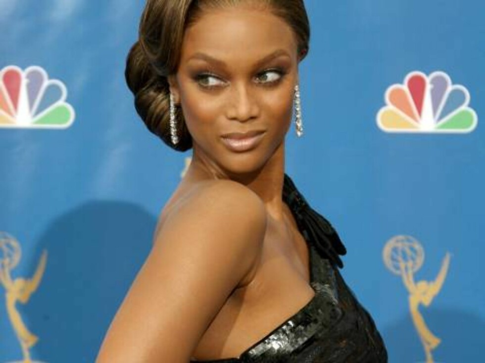 LOS ANGELES - AUGUST 27:  Presenter Tyra Banks  poses in the press room at the 58th Annual Primetime Emmy Awards at the Shrine Auditorium on August 27, 2006 in Los Angeles, California.  (Photo by Kevin Winter/Getty Images) *** Local Caption *** Tyra Banks Foto: All Over Press