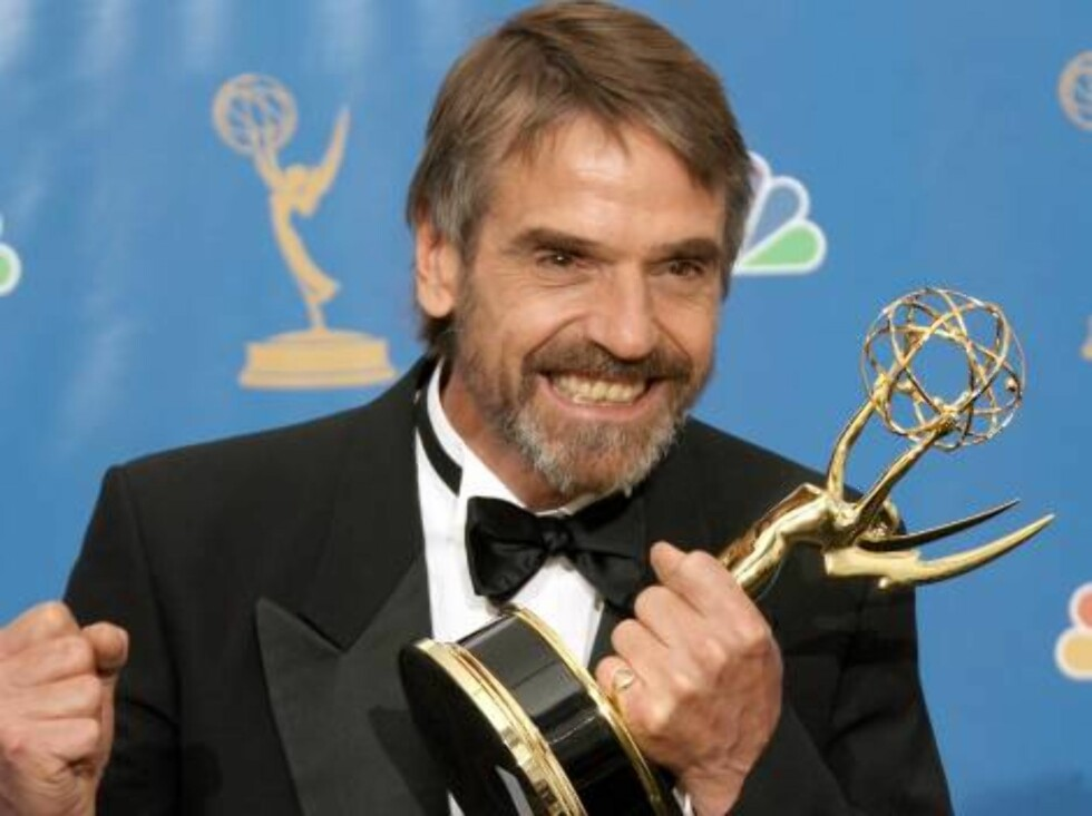 LOS ANGELES - AUGUST 27:  Actor Jeremy Irons winner of the Outstanding Supporting Actor in a Miniseries of a Movie poses in the press room at the 58th Annual Primetime Emmy Awards at the Shrine Auditorium on August 27, 2006 in Los Angeles, California.  (P Foto: All Over Press