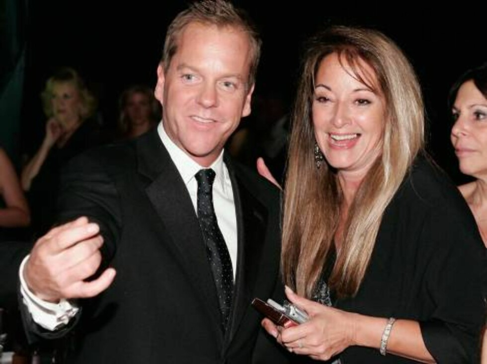 LOS ANGELES - AUGUST 27:   Actor Kiefer Sutherland (L) and guest attend the Governor's Ball after the 58th Annual Primetime Emmy Awards at the Shrine Auditorium on August 27, 2006 in Los Angeles, California.  (Photo by Vince Bucci/Getty Images) *** Local Foto: All Over Press