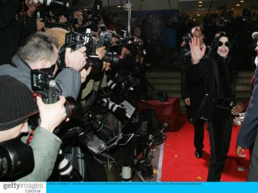 LONDON - NOVEMBER 15:  Singer Michael Jackson arrives at the 2006 World Music Awards at Earls Court on November 15, 2006 in London.  (Photo by Getty Images/Getty Images) *** Local Caption *** Michael Jackson  * SPECIAL INSTRUCTIONS:  * *OBJECT NAME: 72490 Foto: All Over Press