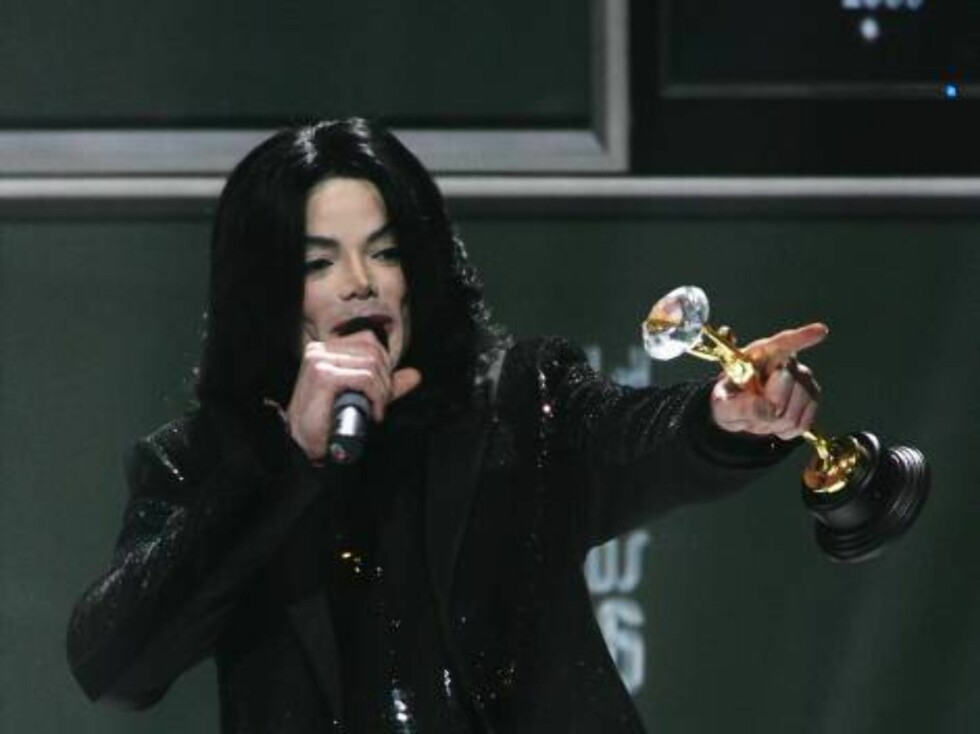 LONDON - NOVEMBER 15:  Singer Michael Jackson receives the Diamond Award on stage during the 2006 World Music Awards at Earls Court on November 15, 2006 in London.  (Photo by MJ Kim/Getty Images) *** Local Caption *** Michael Jackson  * SPECIAL INSTRUCTIO Foto: All Over Press