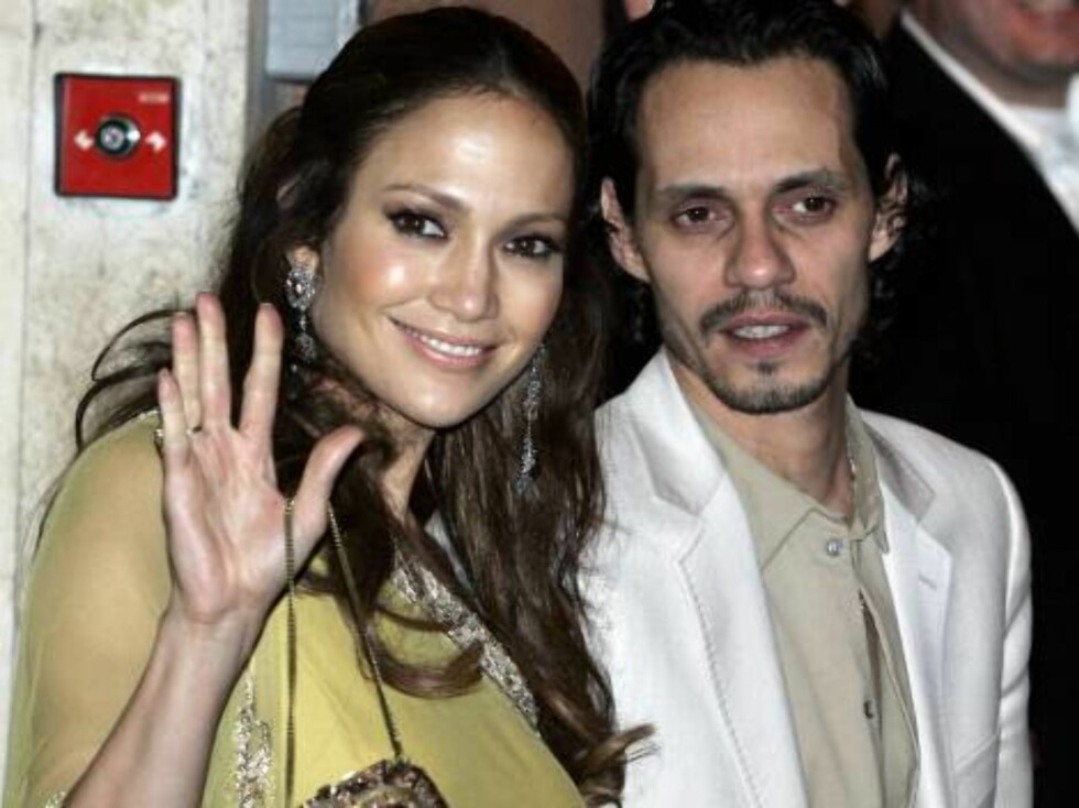Singer Jennifer Lopez flanked by husband Marc Anthony leaves a restaurant at the end of a dinner with U.S. actor Tom Cruise and U.S. actress Katie Holmes in Rome, early Friday Nov. 17, 2006. Cruise and Holmes are expected to marry in the Orsini Odescalchi Foto: AP