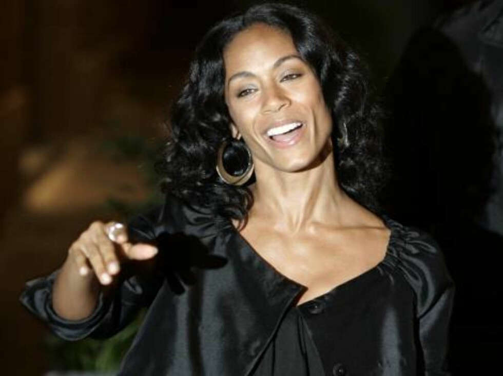 American actress Jada Pinkett Smith, wife of actor Will Smith arrives for dinner with U.S. actor Tom Cruise and U.S. actress Katie Holmes in Rome, Thursday, Nov. 16, 2006. Cruise and Holmes are expected to marry this weekend in the Orsini Odescalchi castl Foto: AP