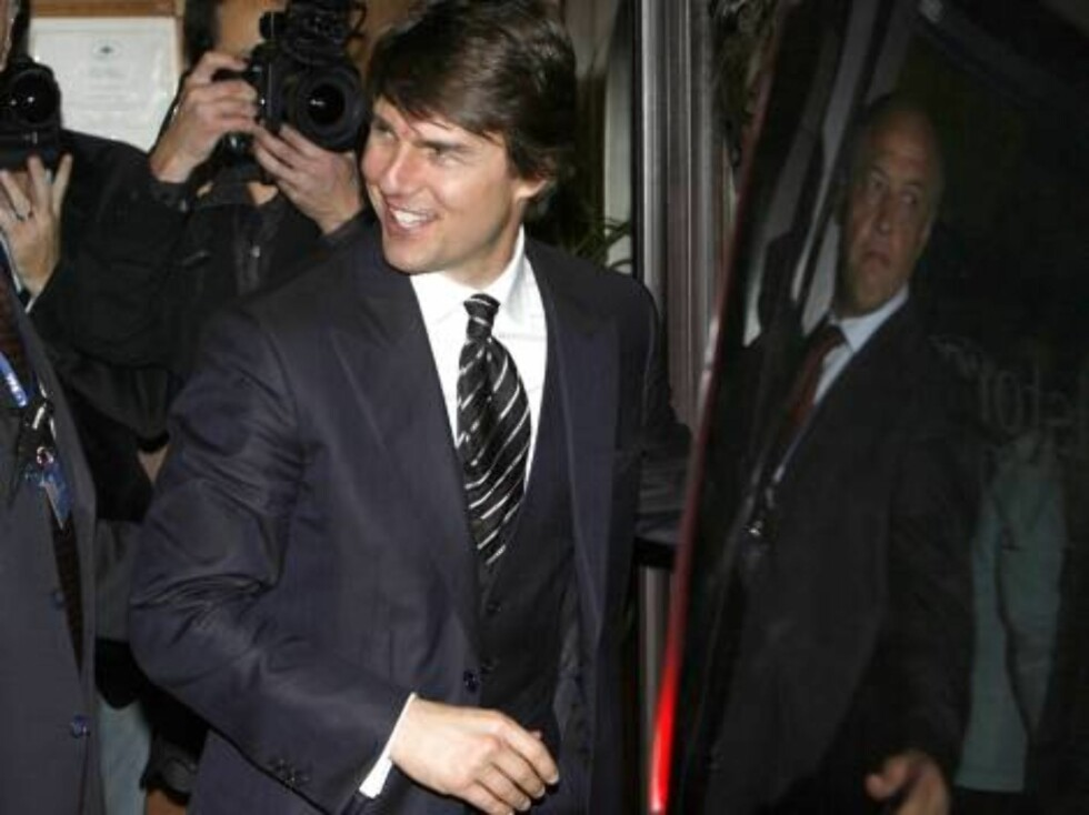 U.S. actor Tom Cruise leaves a restaurant in Rome, early Friday Nov. 17, 2006. Cruise and Katie Holmes are expected to marry in the Orsini Odescalchi Castle in the lakeside town of Bracciano just 60 kilometers (37.5 miles) from the capital,  during the up Foto: AP