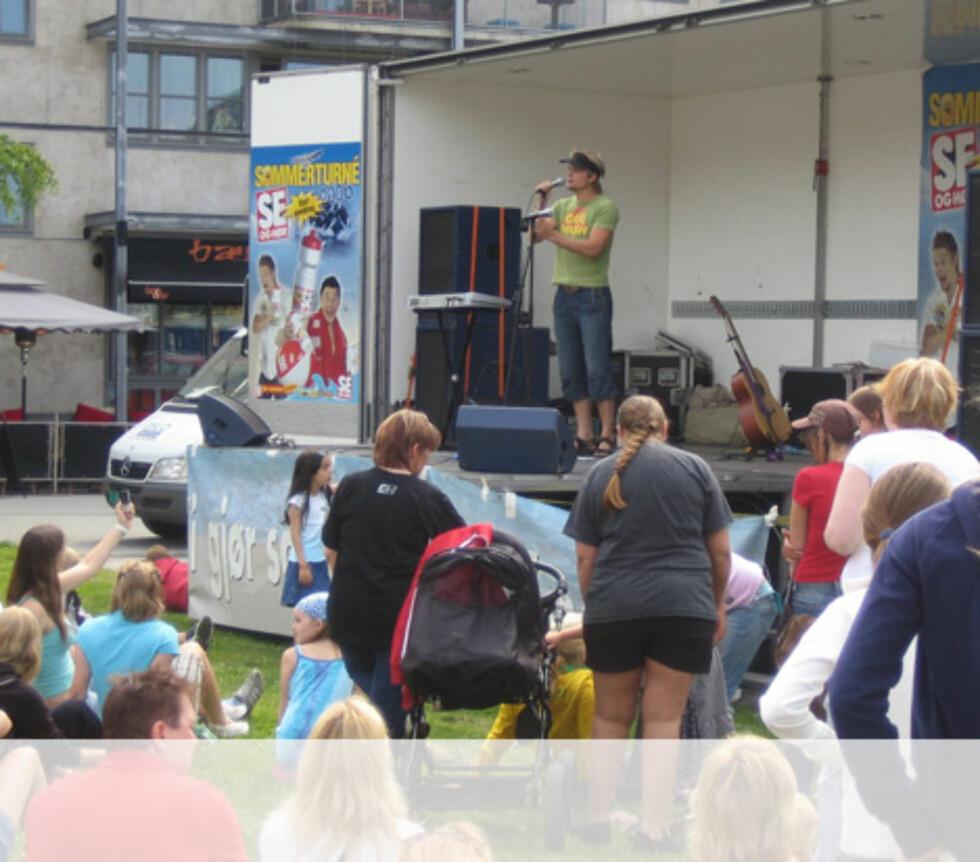 Gaute tar publikum med storm Foto: Unni Eiklid