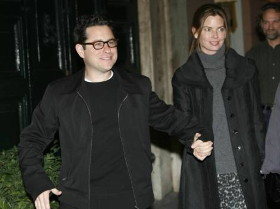 Director J.J. Abrams arrives with his wife Katie McGrath to a restaurant for dinner with U.S. actor Tom Cruise and his fiancee U.S. actress Katie Holmes in Rome, Thursday Nov. 16, 2006. Cruise and Holmes are expected to marry this weekend in the Orsini Od Foto: AP