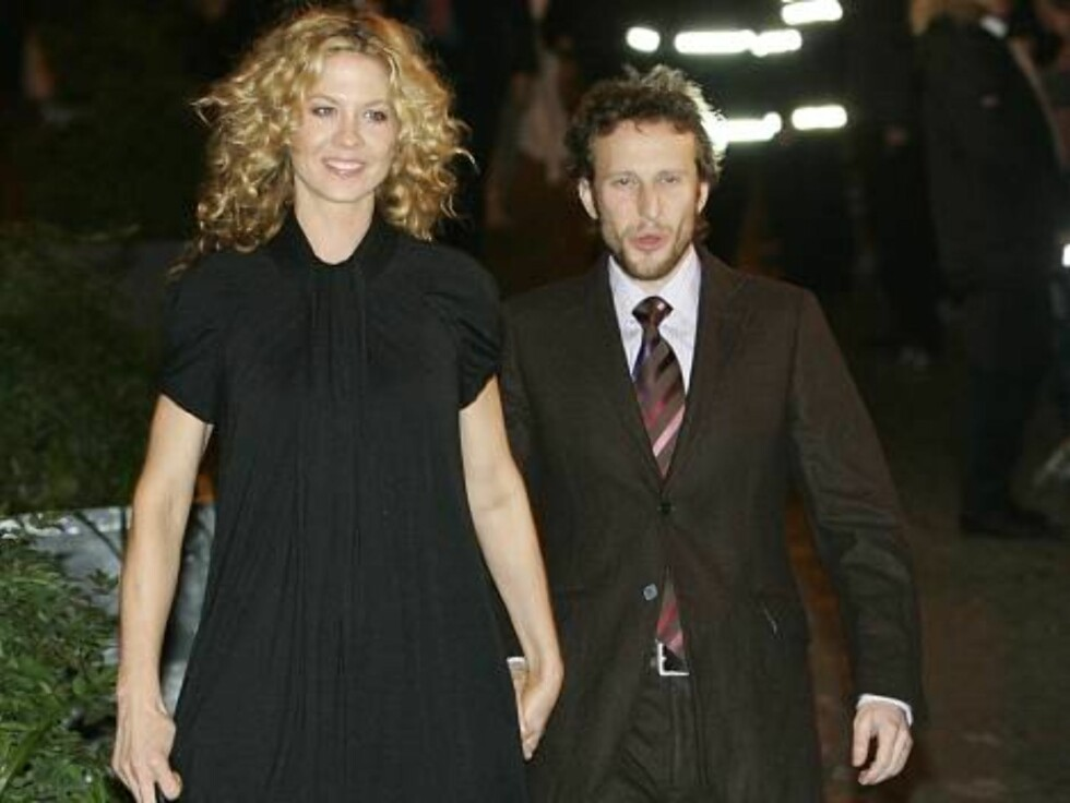 U.S. actress Jenna Elfman and her husband Bodhi Elfman arrive at a restaurant for dinner with U.S. actor Tom Cruise and his fiancee U.S. actress Katie Holmes in Rome, Thursday, Nov. 16, 2006.  Cruise and Holmes are expected to marry this weekend in the Or Foto: AP