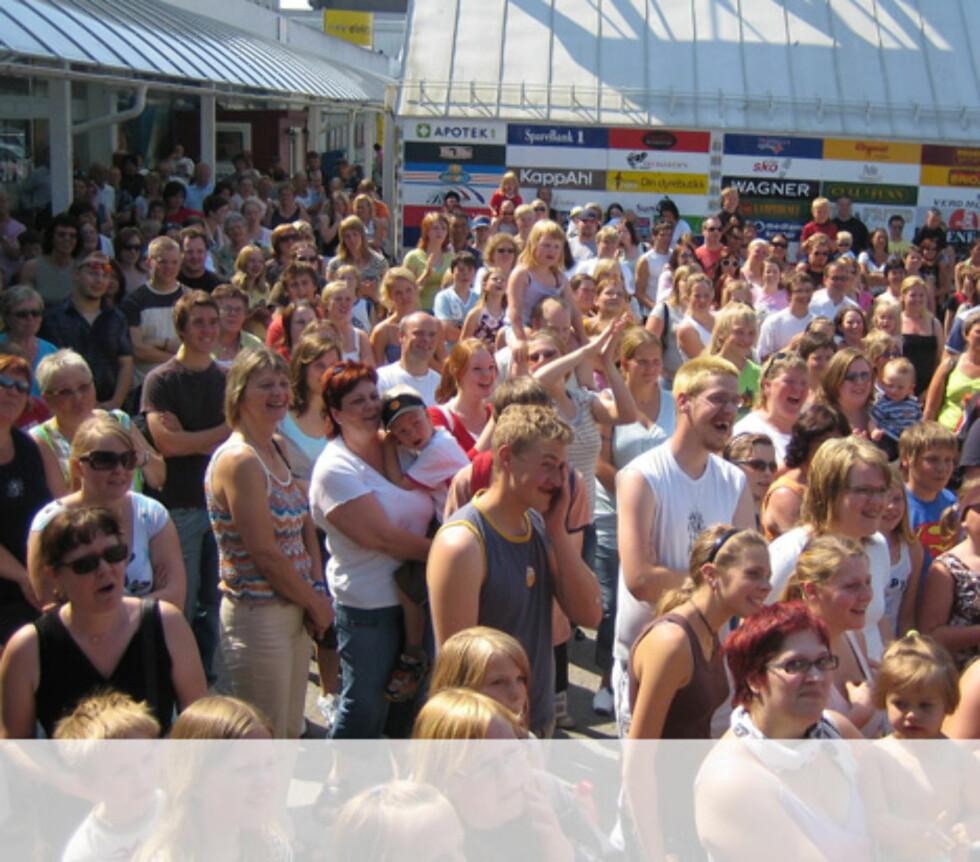 Mye folk i Steinkjær. Foto: Unni Eiklid