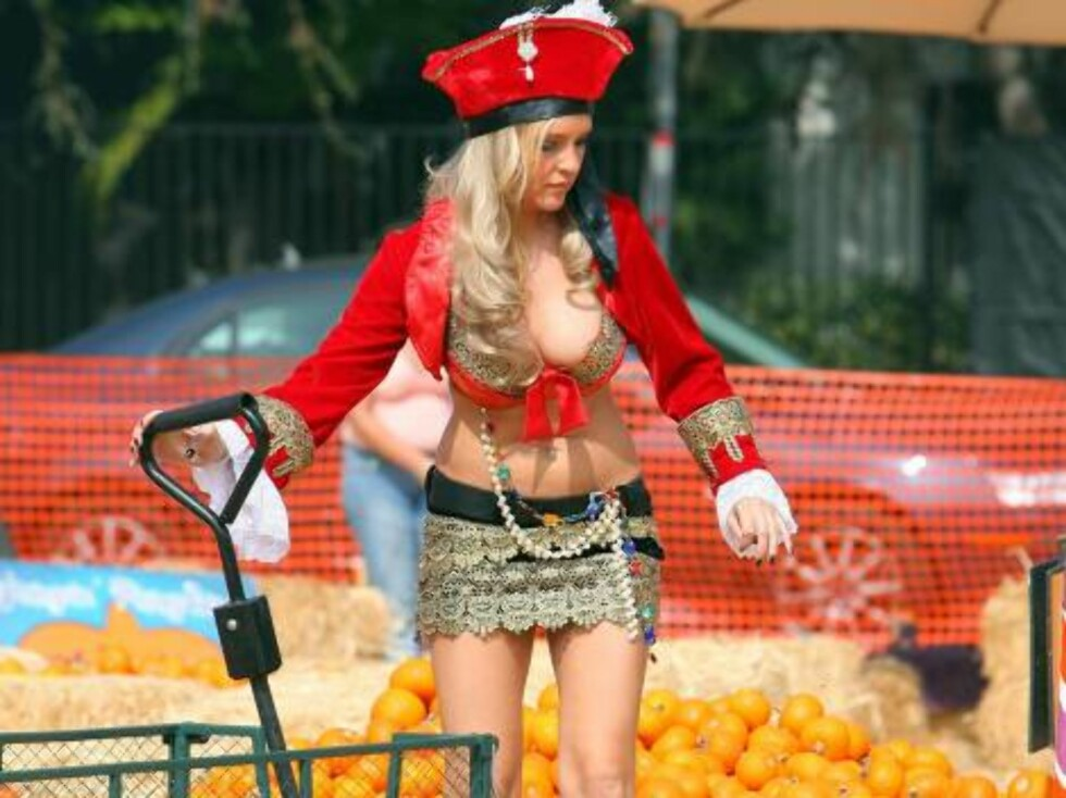 Scandal on the pumpkin patch when the Girls Next Door from the Playboy tv show showed up on the children playground with sexy sexy outfit. Mothers were scandalized...Oct 25, 2006 X17agency exclusive Foto: All Over Press
