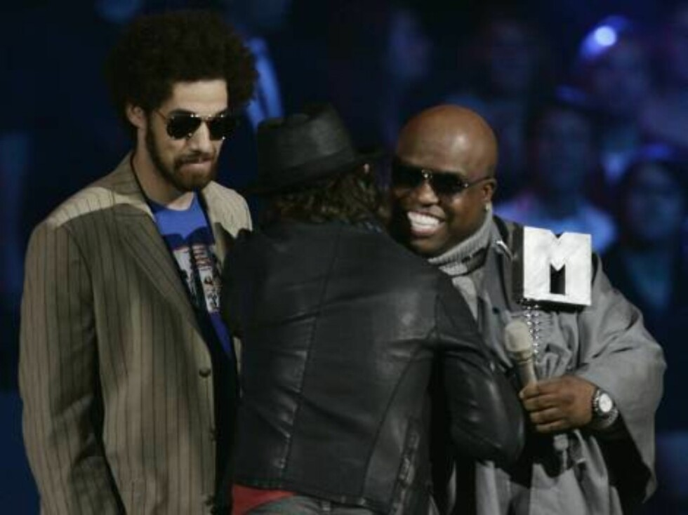 COPENHAGEN, DENMARK - NOVEMBER 02:  Gnarls Barkley Danger Mouse and Cee-Lo Green receive the  Furure Sounds Award from Lars Ulrich  on stage at the 13th annual MTV Europe Music Awards 2006 at the Bella Center on November 2, 2006 in Copenhagen, Denmark.  ( Foto: All Over Press