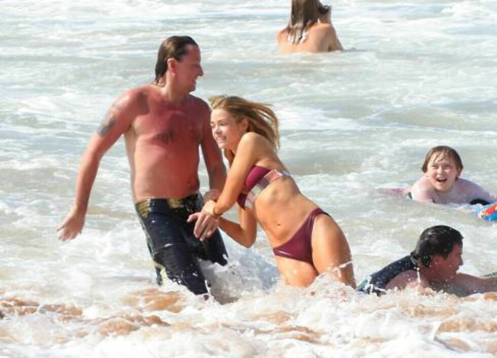 HAWAII 2007-01-31. Denise Richards and Richie Sambora continue to enjoy their Hawaiin vacation. It looks like they are having so much fun that Richie forgot to put on his sunscreen. Oh well, a little sunburn isn't gonna stop the couple from making waves.  Foto: Stella Pictures