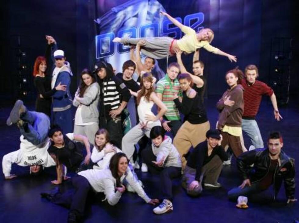 FINALEKLARE: En av disse 20 danserne vinner et dansestipend på en halv million kroner. Foto: TVNorge