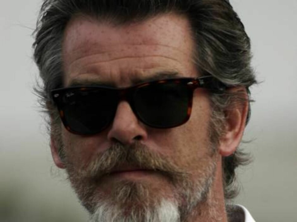 Hairy scruffy 007 Pierce Brosnan does not look like James Bond anymore unless he is undercover. Here in Malibu with his son Beckett he wears a beard and dark glasses. October 1, 2005 X17agency exclusive / ALL OVER PRESS Foto: All Over Press