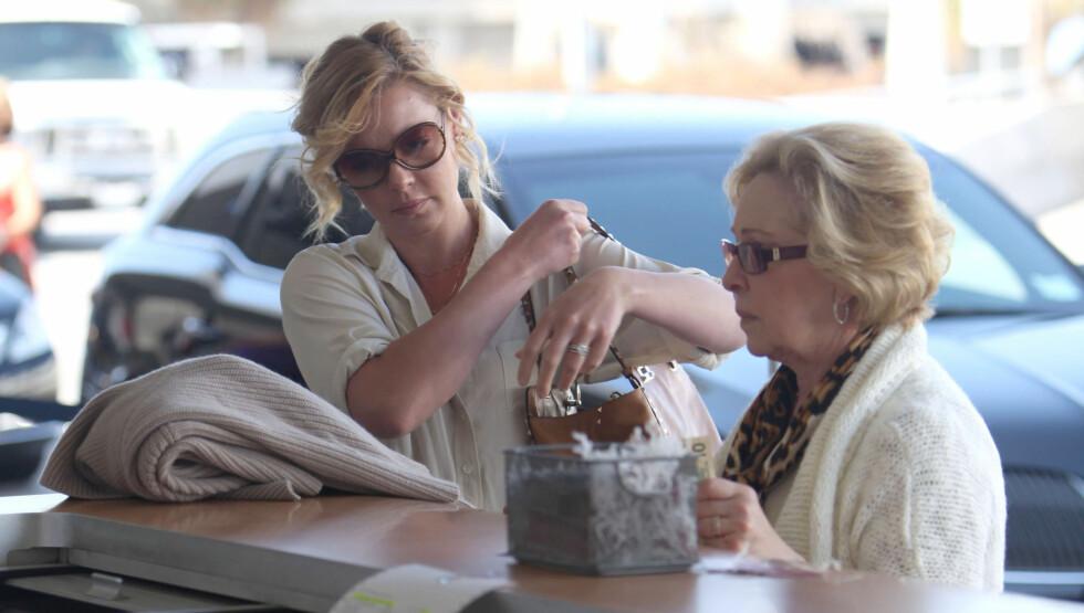 KREVENDE: Både Katherine og hennes mor Nancy er ifølge kildene svært kravstore under 34-åringens filminnspillinger. Foto: FameFlynet