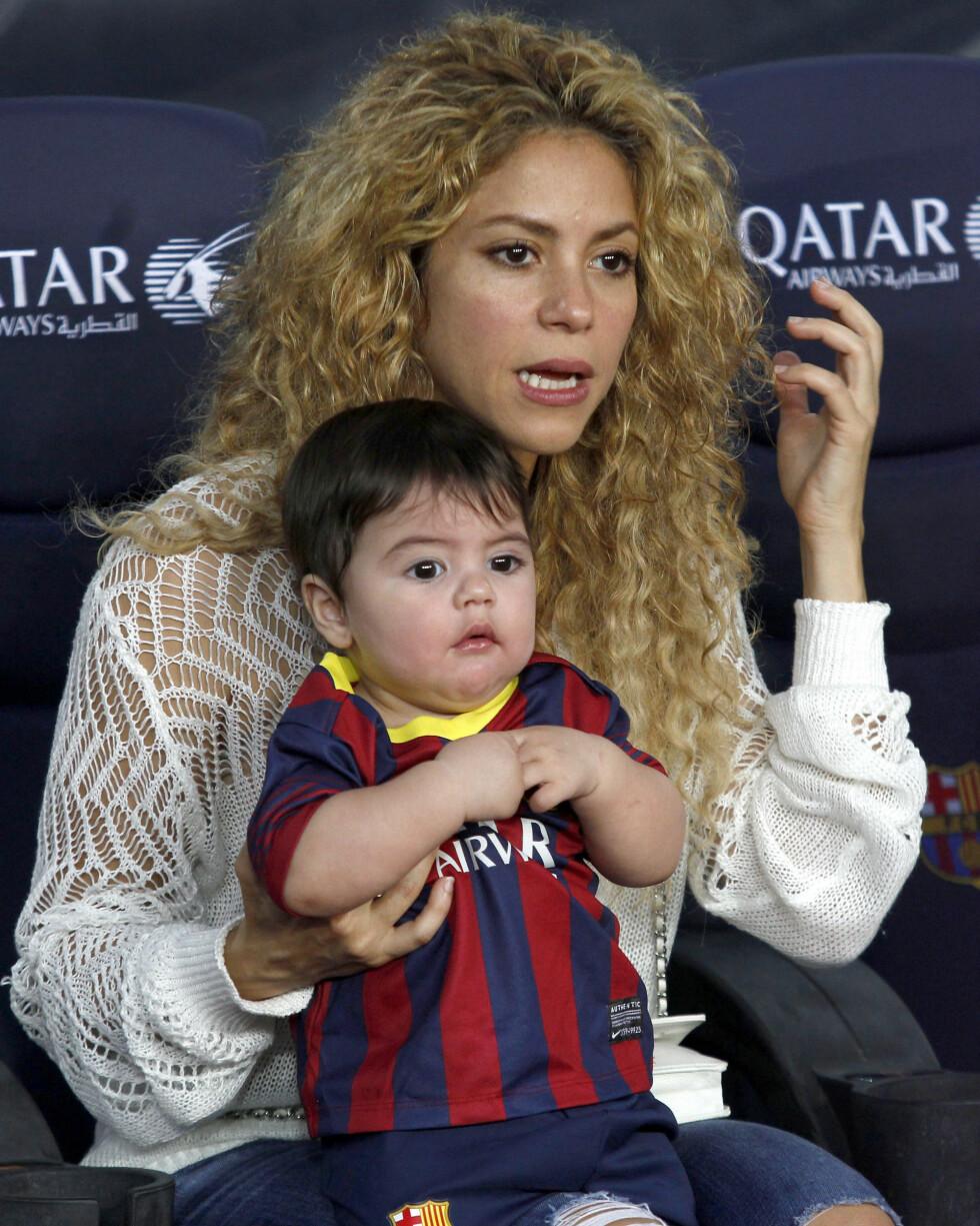 ENGASJERT: Shakira og Milan fulgte nøye med da pappa spilte fotballkamp.  Foto: FameFlynet