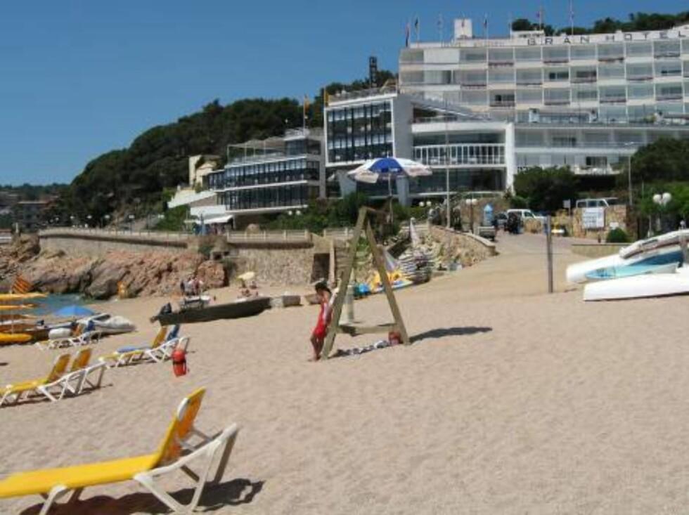FLOTT BELLIGENHET: Hotel Gran Reymar, som Star Tour bruker, ligger så og si rett på stranden. Foto: Per Tandberg