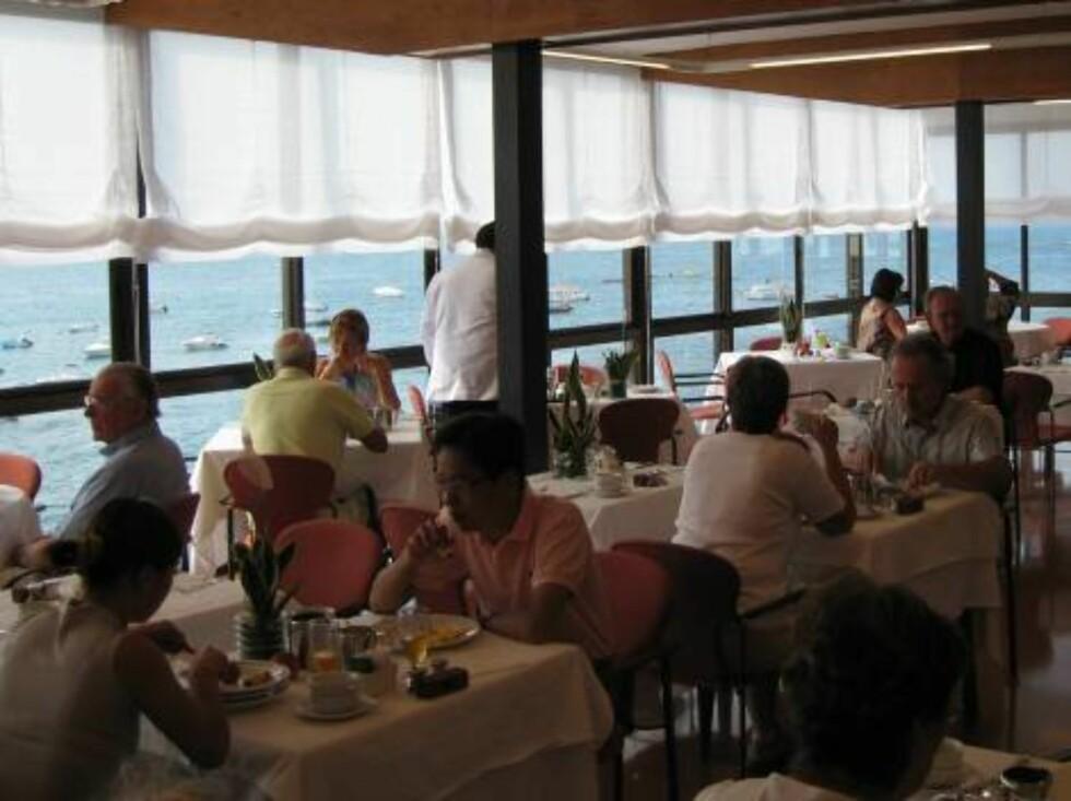 RESTAURANT: Frokost med havutsikt er ikke å forrakte... Foto: Per Tandberg