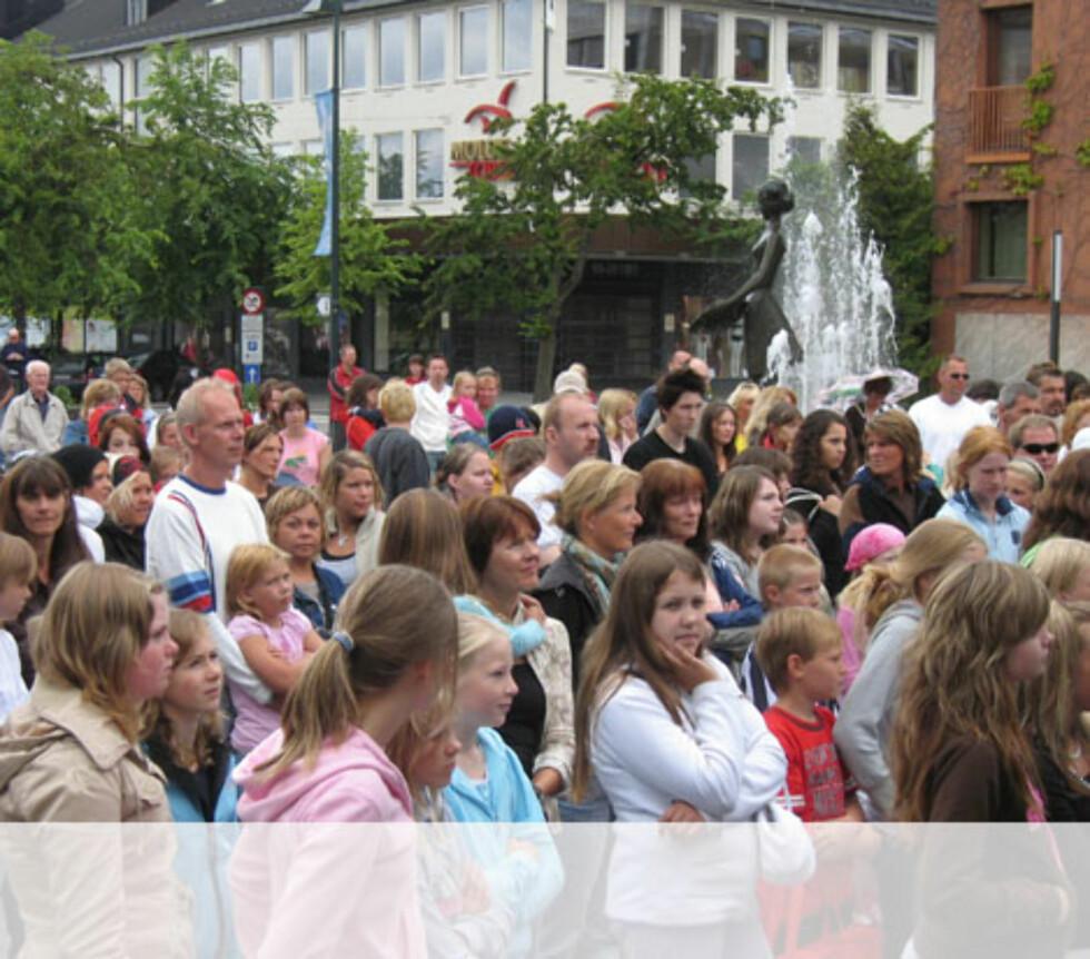 Spent publikum i Ålesund Foto: Unni Eiklid