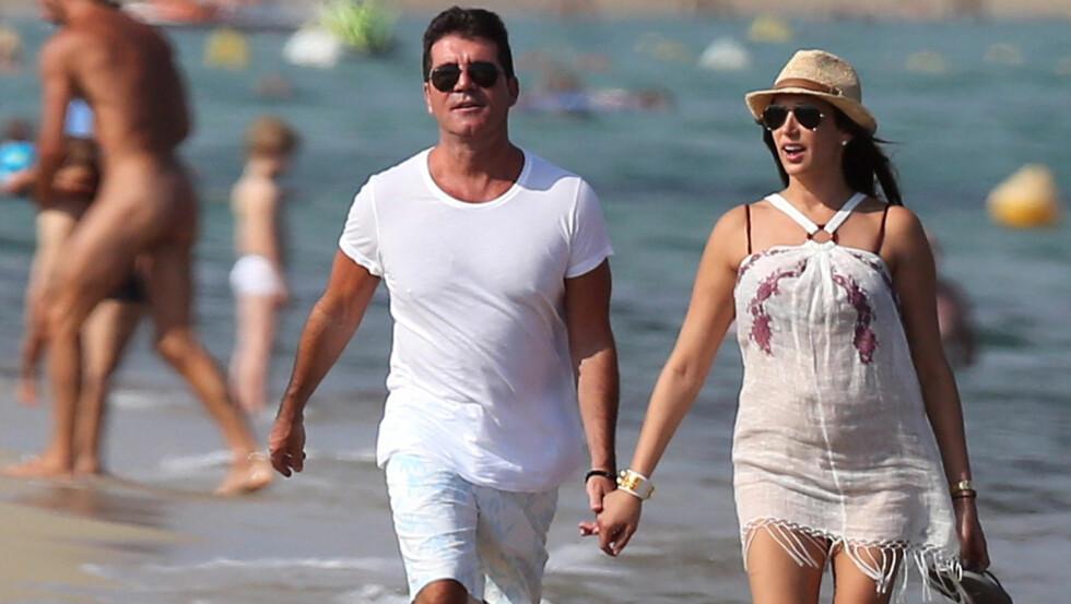 OMFAVNER FARSROLLEN: Simon Cowell og kjæresten Lauren Silverman er for tiden på en romantisk ferie i St-Tropez, men Lauren er fortsatt gift med TV-stjernens kamerat.  Foto: FameFlynetSweden