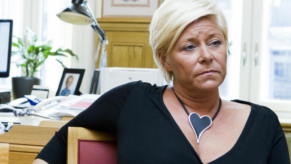 FØLSOM: Som politiker er Siv Jensen beinhard, men hun er også et følelsesmenneske som blir såret av ondsinnede rykter. Foto: Scanpix