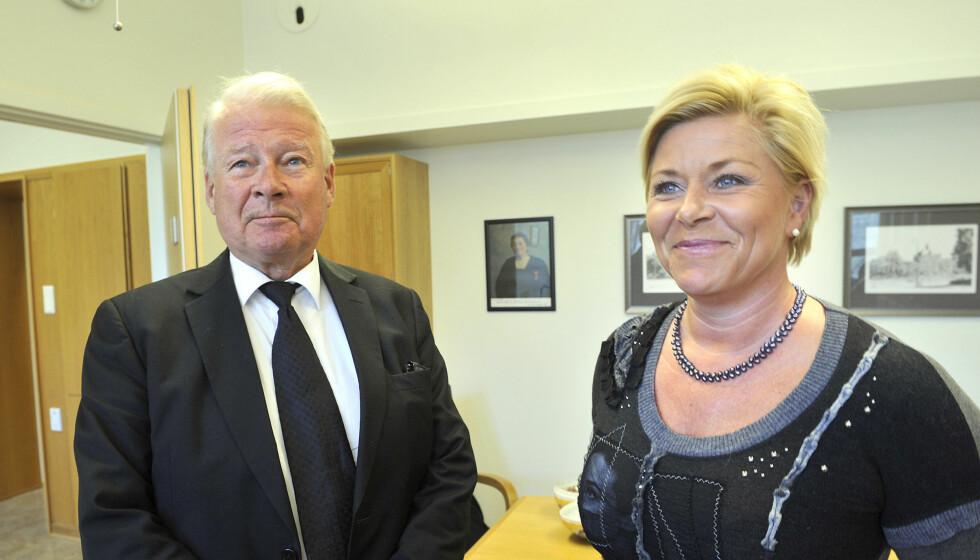 FÅR SKRYT: Carl I. Hagen gir Siv Jensen komplimenter for hvordan hun har taklet den pågående valgkampen, og roser henne for at hun har blitt blidere. Foto: All Over Press