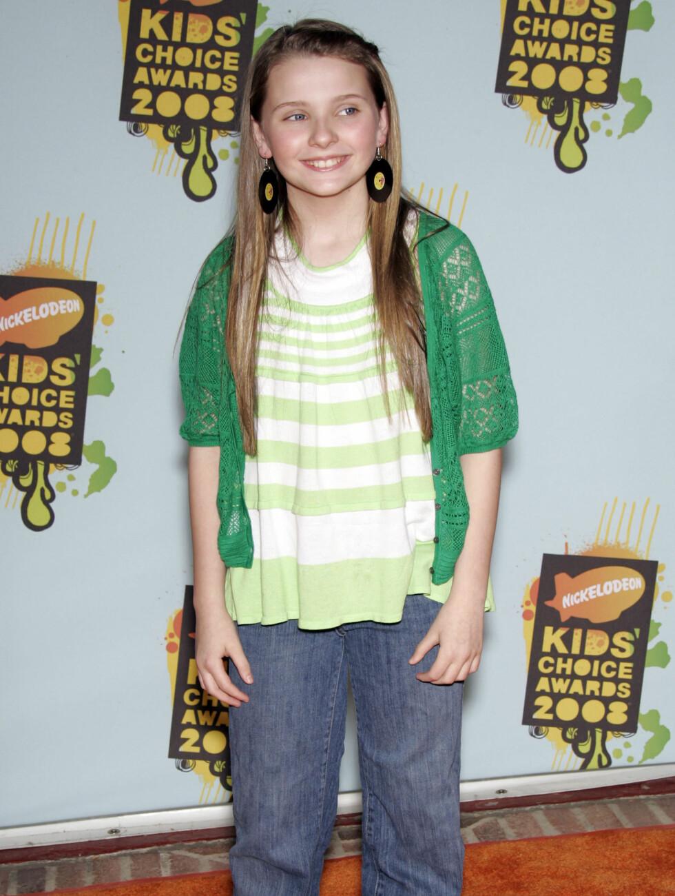 AVSLAPPET: Under Kid's Choice Awards i 2008 så Abigail ut som hun var inspirert av hiphop-stilen med løstsittende olabukser og store øredobber.  Foto: All Over Press