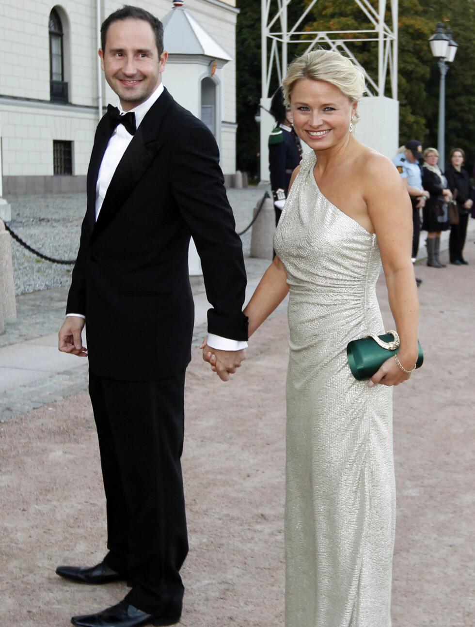 GIFT: Harald Rønneberg giftet seg med kjæresten Sølvi Haugland både 2. oktober 2010 og 20. august 2011. Her fra da paret var på vei inn til feiringen av prinsesse Märtha Louises 40-årsdag på Slottet i fjor høst. Foto: NTB scanpix