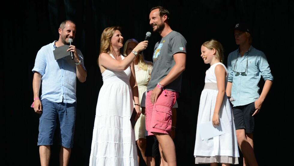 2 X 40: Harald Rønneberg var konferansier sammen med prinsesse Märtha Louise da kronprins Haakon feiret sin 40 årsdag med gedigen festival på Skaugum i juli i år.  Foto: NTB scanpix