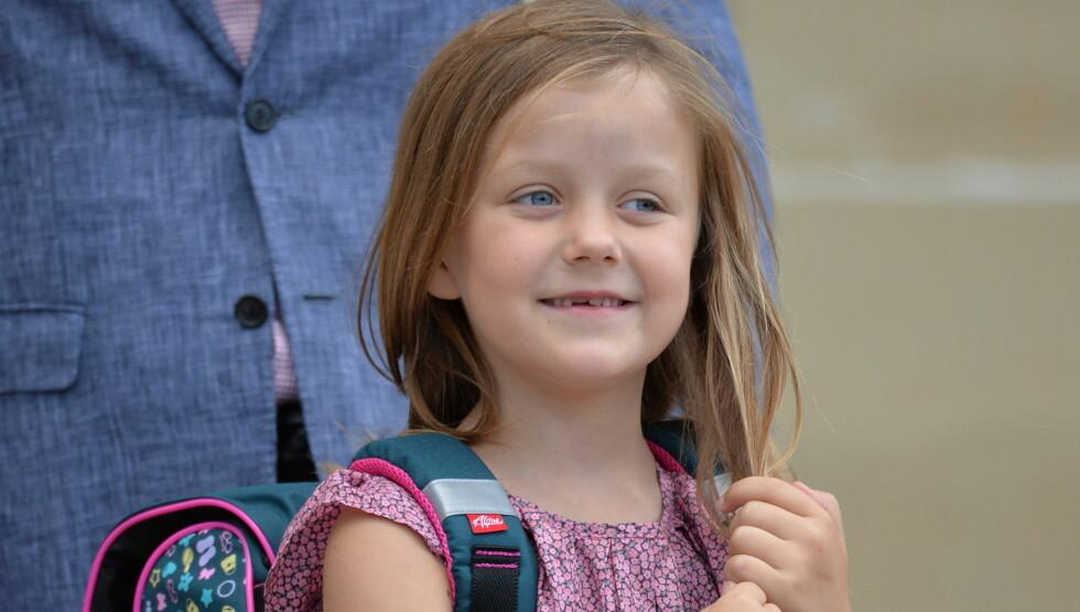 SKOLEJENTE: Prinsesse Isabella begynte tirsdag på Tranegårdskolen i Hellerup. Foto: All Over Press