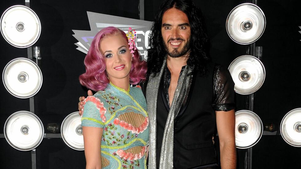TURBULENT FORHOLD: Russell Brand og Katy Perry var gift i 15 måneder før skilsmissen var et faktum. Nå bruker Russell historier om ekskona i sitt nye standup-show. Foto: All Over Press
