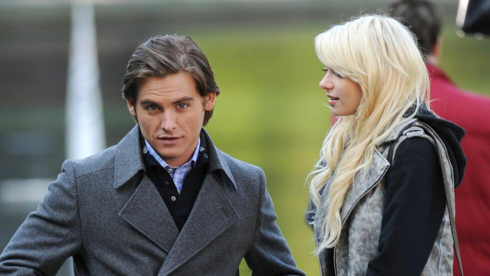 TV-STJERNE: Zeger spilte Damian Daalgard i TV-serien «Gossip Girl» fra 2009 til 2011.  Her sammen med skuespillerkollega Taylor Momsen.  Foto: Fame Flynet