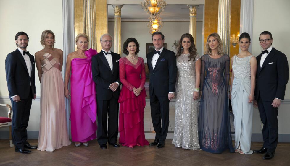 FAMILIEBILDE: Prinsesse Madeleine og Chri O'Neill med deres familier inne på festen.  Foto: Kungahuset.se