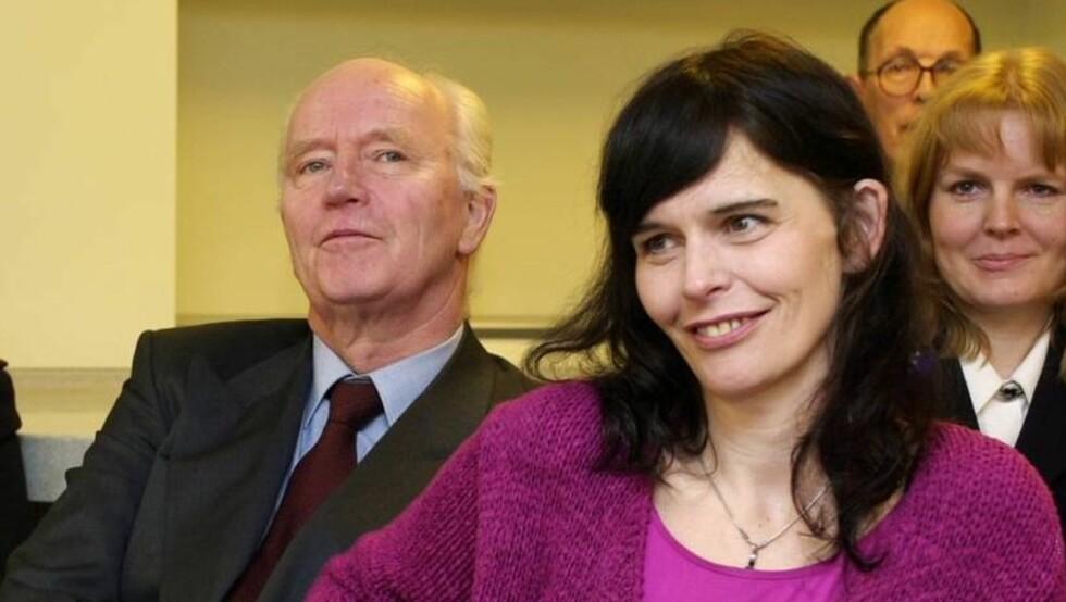 FLYTTET HJEM TIL PAPPA THORVALD: Thorvald Stoltenberg sier til Her og Nå at datteren Nini har bodd hos ham siden hun mistet forloveden Karljohn Sivertzen i mars. Foto: SCANPIX